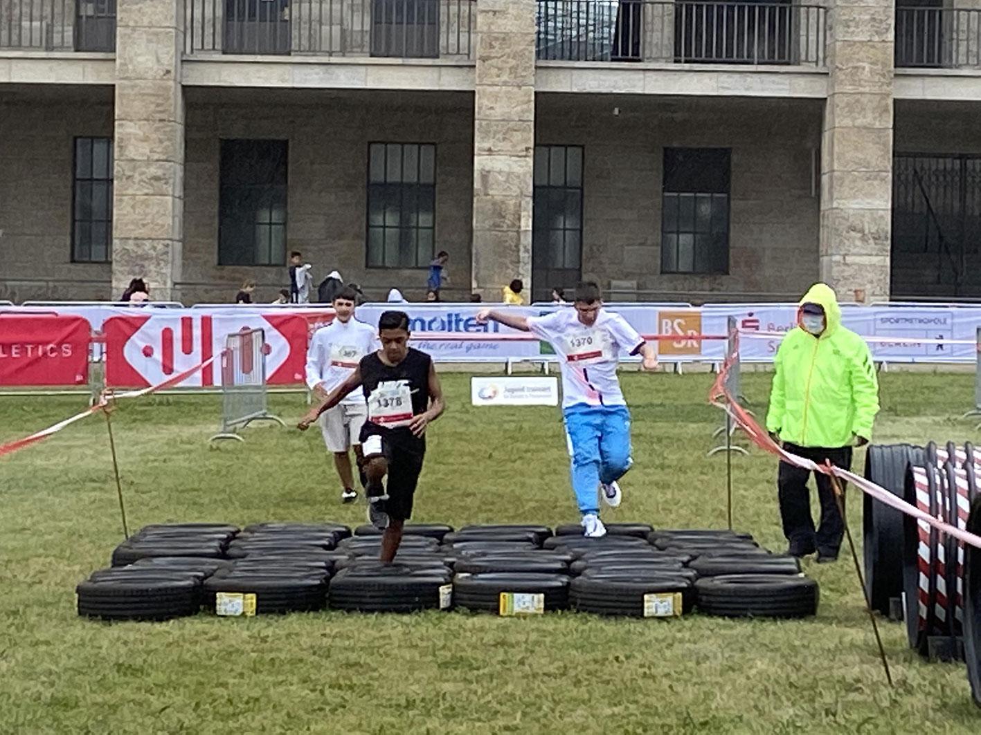 Jugend trainiert für Olympia Huerdensprung - Albrecht Haushofer Schule